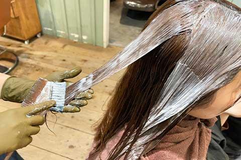 髪質改善ストレート薬剤塗布
